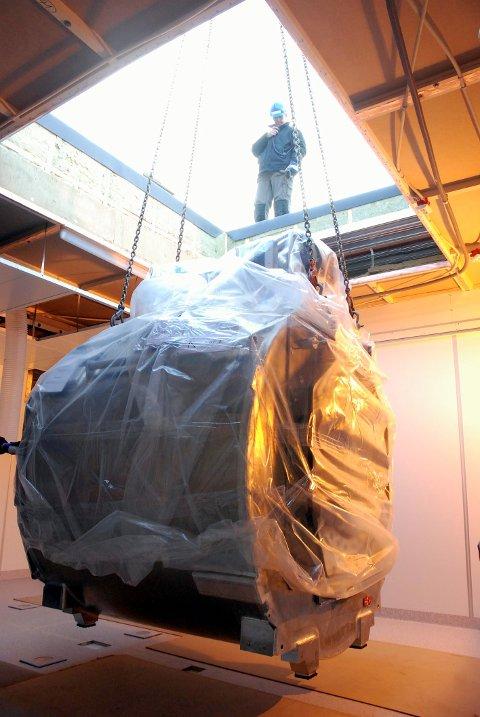 MILLIONINVESTERING: Det koster mange millioner kroner å kjøpe en MR-maskin. Her et bilde fra 2009, da sykehuset på Tynset fikk ny MR-maskin.