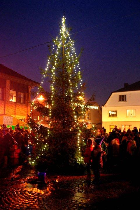 Julegran fra skauen. Julegateåpning i 2015.