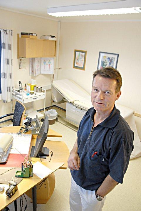 SIER DET SKAL LITT TIL: Lege Hans Petter Stokke sier det ikke vil være noen selvfølge å få Janssen-vaksine for de som ønsker å ta denne frivillig. - Jeg kommer til å være veldig restrektiv.