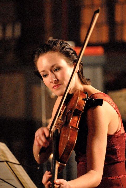 Hemsing-festivalen *** Local Caption *** Storesøster: Ragnhild Hemsing spelte både fiolin og bratsj.