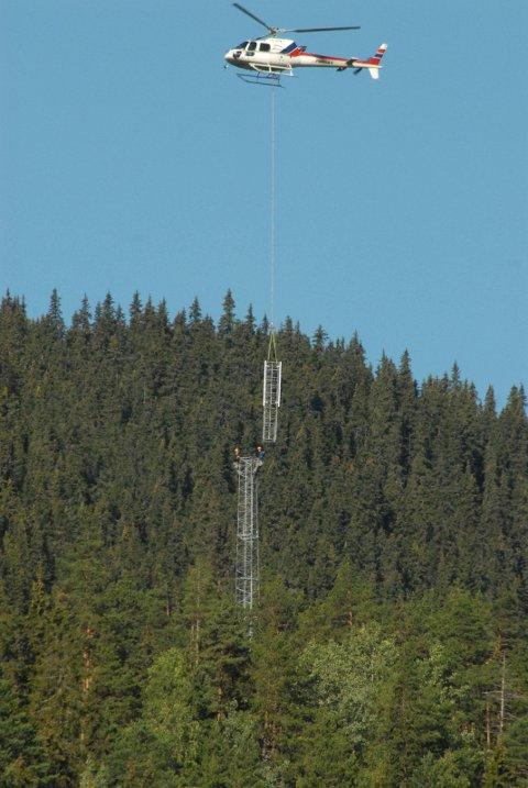 Illustrasjon: Dette er ein illustrasjon, men ei mast på tretti meter vil ruve i terrenget. Naboane i Murkhøvd stiller spørsmål både ved plasseringa, høgda på masta og strålinga frå denne.