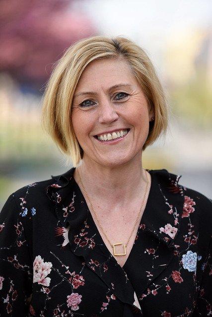 SØKE: Dersom Lisbeth Eek Svensson ønsker å fortsette som fylkesrådmann, må hun nå søke på sin egen jobb.