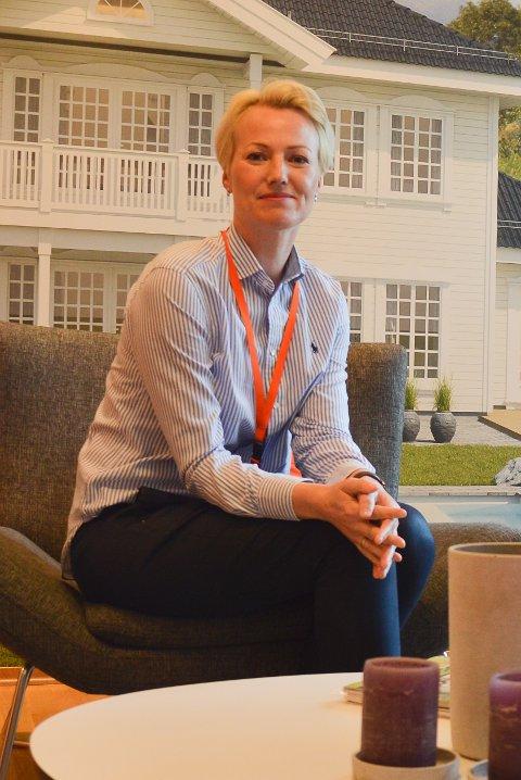 BOKVALITET: Kristin Gamkinn Søraker og Caroline Sjøvaag.