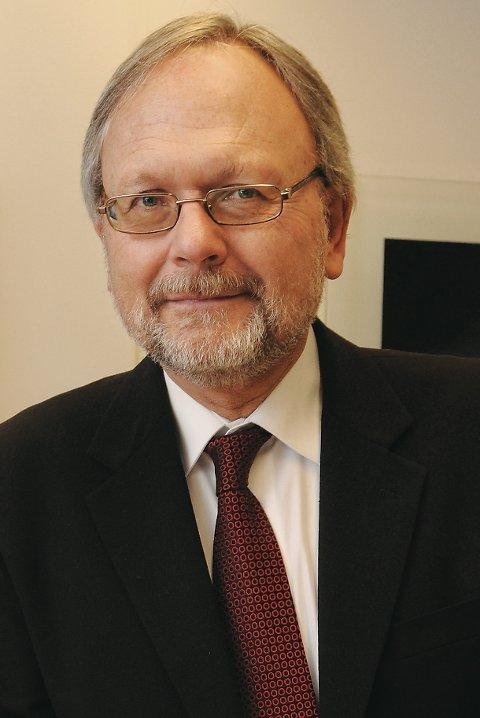 Fylkeskommunedirektør Ottar Brage Guttelvik forutsetter at det foreligger en entreprenøravtale for å ville gå inn med støtte til Bolgneset Utvikling AS.