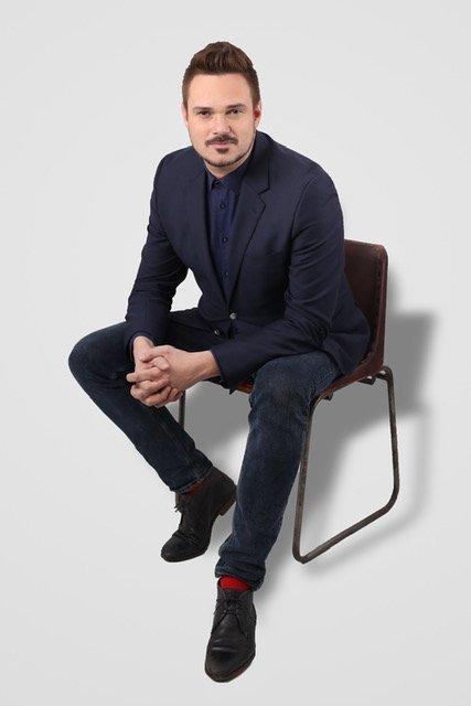 """Tore Petterson, kjent fra kjent fra NRK sin serie «Sofa» og TV2-programmene """"Kjendis-farmen"""" og ikke minst som dommer i """"Skal vi danse"""", kommer til Rallaren onsdag."""