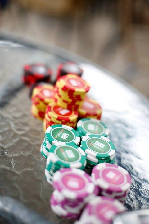 Pokerspill er i utgangspunktet ulovlig i Norge, men 1. januar år ble pengepoker i private hjem tillatt.