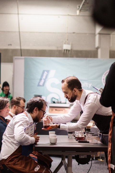 KAFFEHOBBY: Ole Kristian Bøen deltar i VM i kaffe i helgen. Han har tidligere vunnet NM.
