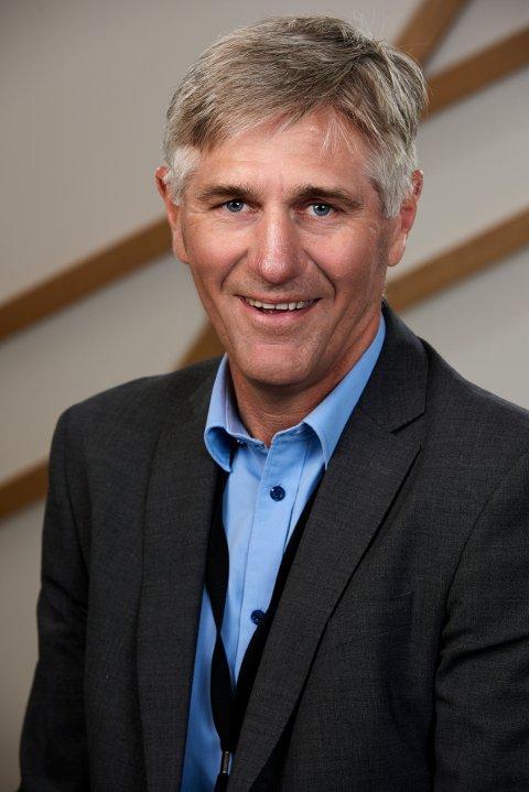 Bekymret. Banksjef Erik Pedersen liker ikke utviklingen når det gjelder sparing hos ungdom.