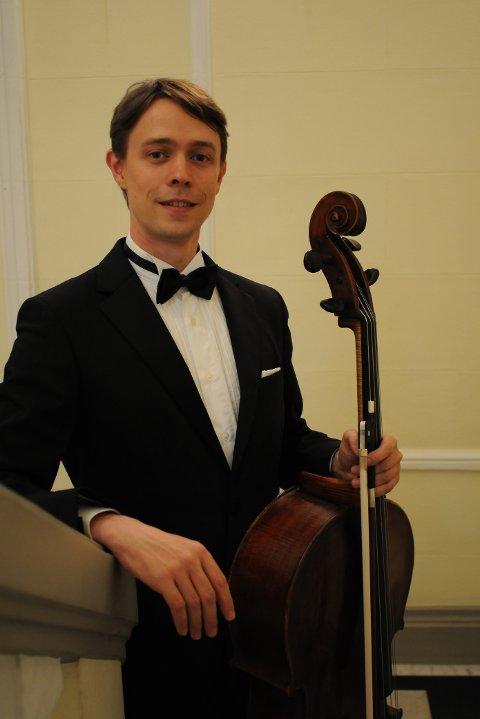 Ilmari Hopkins, som spiller cello, blir å se på Ålgårdkonsertene 19. januar.