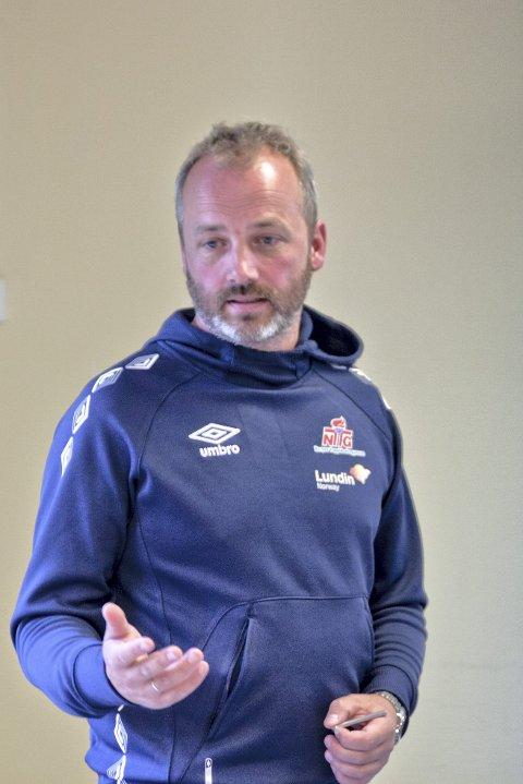 LÆRER: Terje Bjørklund inntok lærerrollen fra første sekund.