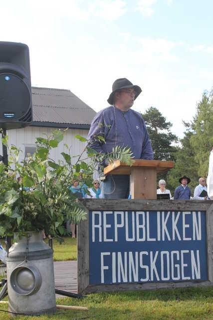 UTSETTES: Finnskogdagene, som har vært arrangert første helga i juli i 50 år, flyttes nå til september. I fjor kunne statsminister i republikken, Even Wiger, holde trontalen til en lightutgave der det bare var flaggheising og tale.