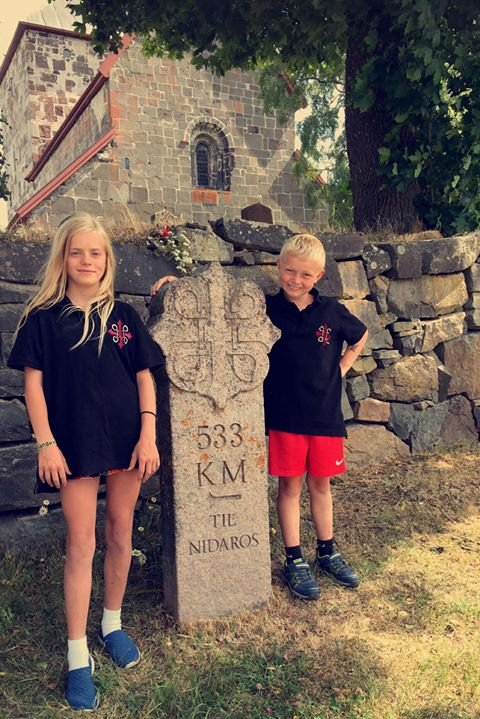 Milesteinen: Emma Haglund og Jens Andor Sogn fra Jevnaker.