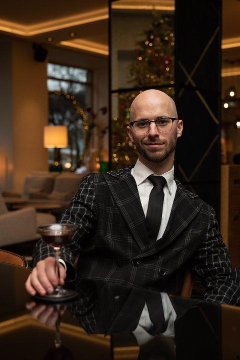 Namsosingen Magnus Thorseth jobber til vanlig som bartender på Pier 42 i Oslo. Han har nå vunnet en stor nasjonal konkurranse med sin egenkomponerte drink Kaillgløgg. Tanken bak var å lage en drink alle kan lage med det de har liggende i skuffer og skap heime.