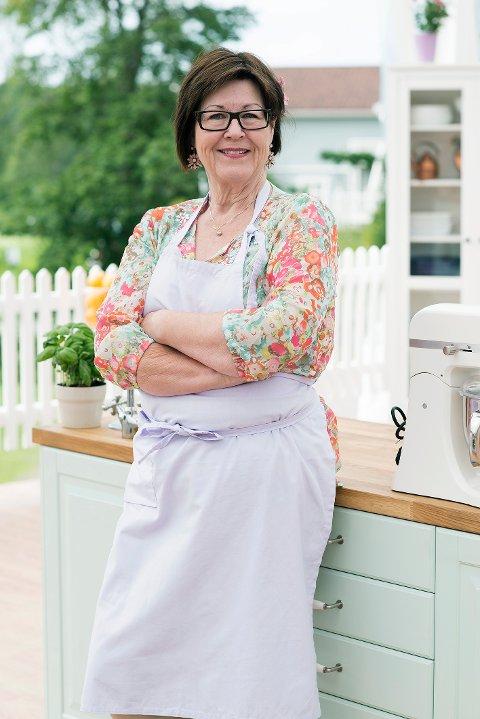 """Anne Bullen Eek er tidligere sykepleier, og hundeoppdretter. Hun bor på Teie og baker gjerne både til og med barnebarna. I høst fikk hun seg flere bakeutfordringer i tv-programmet """"Hele Norge baker"""". Finalen sendes på tv i kveld."""