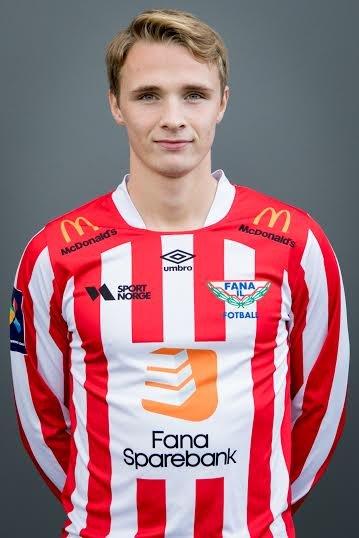 HAR SUKSESS: Sivert Øverby fra Hønefoss kombinerer studier og fotball i Bergen.