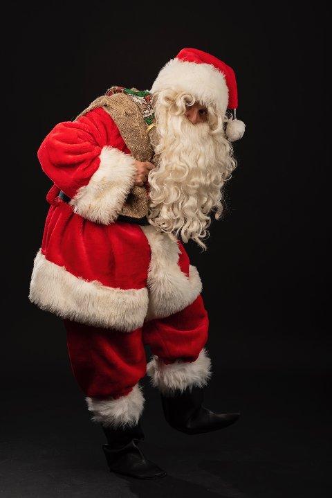FULLBOOKET: Erik Mogeno (28) måtte si nei til over halvparten av dem som spurte om han kunne stille opp som julenisse.