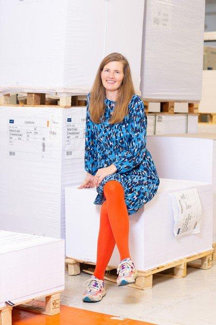 TEGNER OG FORFATTER: Cecilie Maurud Barstad har debutert med boka «Vinduet mot bakgården».