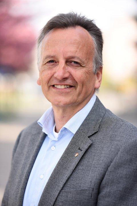 OPPSIGELSE: Økonomidirektør Rune Terje Hjertaas har fått en endringsoppsigelse i fylkeskommunen. Det betyr at han har fått sparken som økonomidirektør men er tilbudt annen jobb i fylkeskommunen.