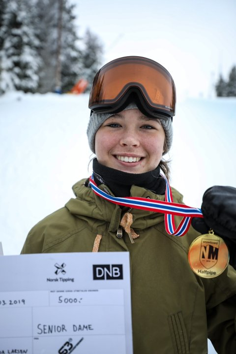 NORGESMESTER: Thea Cassandra Moa-Larsen (18) fra Vestby ble norgesmester i Halfpipe i helgen.