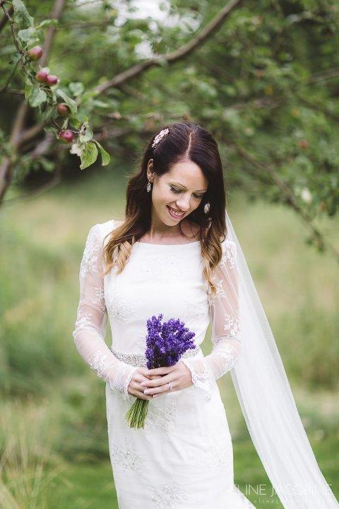 Lokal lykke: Kjerstin Davidsen fra Drøbak fikk sydd brudekjole i Drøbak da hun giftet seg i fjor sommer. Fotograf: Eline Jacobine