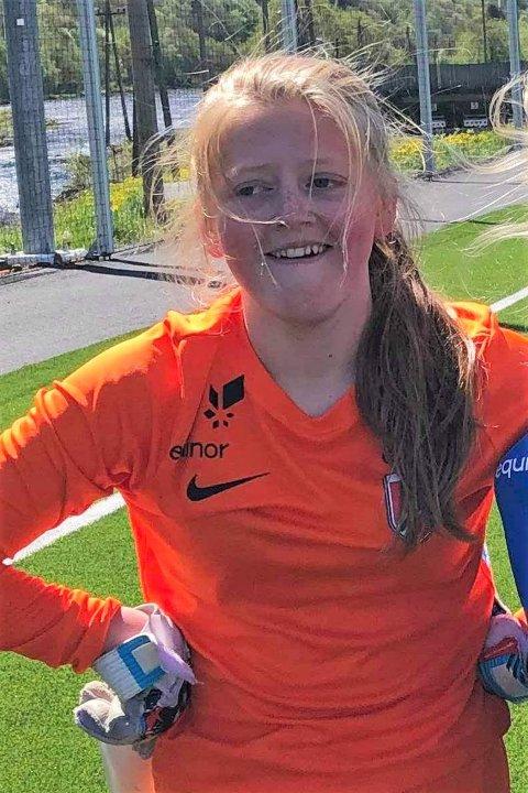 KEEPERTALENT: Lotte Egeland (14) skal på treningsleir sammen med landets beste fotballspillere, i regi av Norges Fotballforbund. Også Jenter 15-landslaget deltar på samlingen.