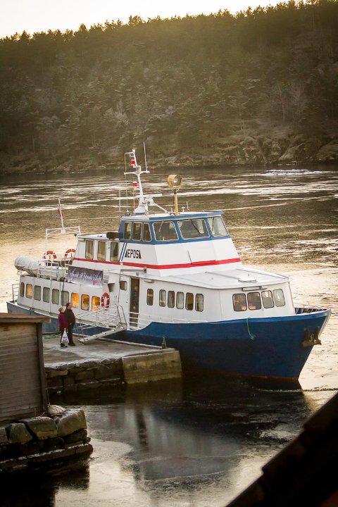 Framtida til bokbåten Epos er igjen usikker. Kan den overleve dette kuttforslaget også?  Her er  bokbåten på Åsgard i 2015. Arkivfoto