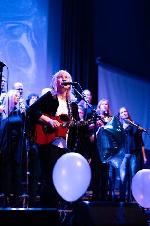 Solveig Leithaug har konsert på utescene i Prærielandsbyen på Sletta torsdag 20. august. Ho har konsert med Knarvik gospel 23. september, og NRK Radio P1 gjer opptak frå denne konserten til eit romjulsprogram. Arkivfoto