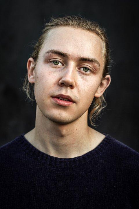 """Arthur Hakalahti Eilertsen (24) spiller for tiden Pinocchio ved Hålogaland Teater. Han blir også å se i storfilmen """"Torden"""" som har premiere neste uke."""