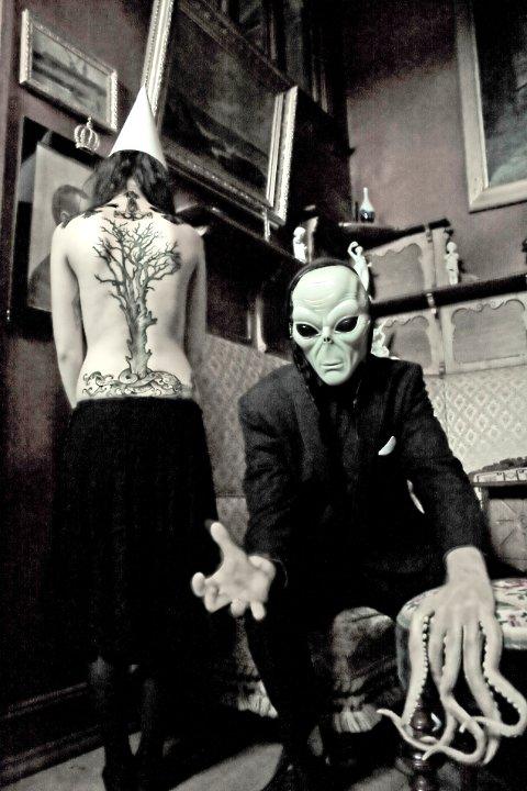 Alien Ken blir å høre på Corner i kveld.