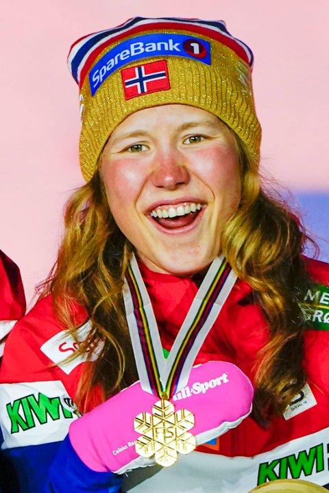 GULLJENTE: Helene Marie Fossesholm gikk siste etappe på det norske laget som vant stafettgull i Oberstdorf. Nå står verdenscupavslutning på programmet.
