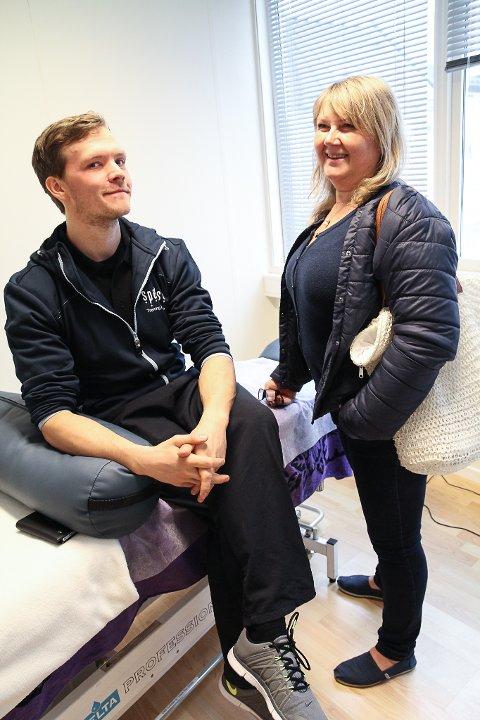 Kjetil Alisøy Søvig tilbyr massasje og personleg trening. Massør Bente Opheim, som har haldt til over gata i 15 år, er nøgd med mangfaldet på senteret.