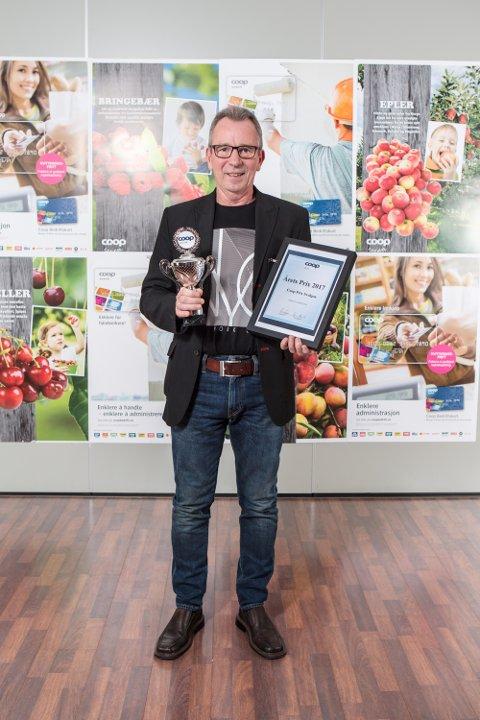 Butikksjef Geir Gjerde i Svelgen kunne ta imot prisen for beste Prix-butikk i Coop Vest i 2017.