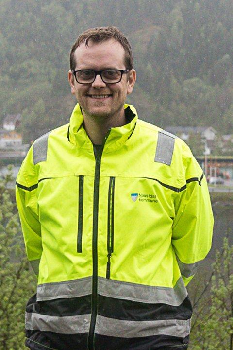 Gler seg over fiber: Kommunalsjef Ørjan Stubhaug gler seg over at det no blir fibernett i Mitredalen i Naustdal.