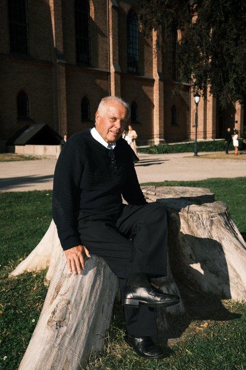 - Jeg er en ganske sjenert fyr, sier Rolf Andersen som ble artist da han gikk av med pensjon. Foto: Privat