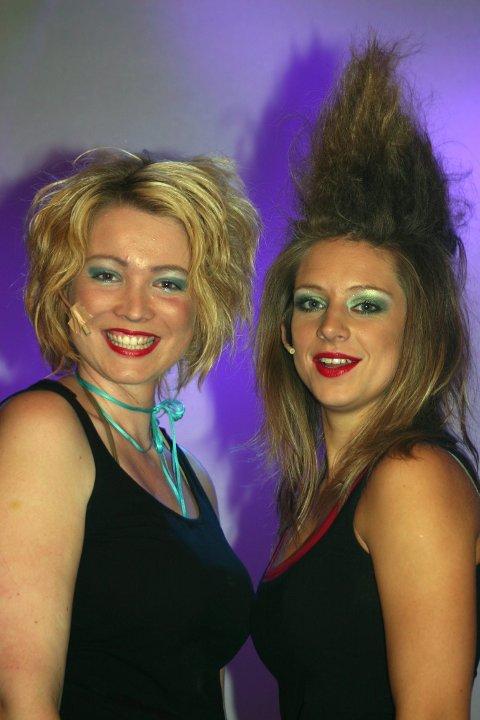 STUDENTREVY: Hanneli Bugge-Hansen og Marte Amalie var viktige aktører i studentrevyen «Lang, lengre, longs» som ble satt opp på Bakkenteigen i 2007. (Arkivfoto)