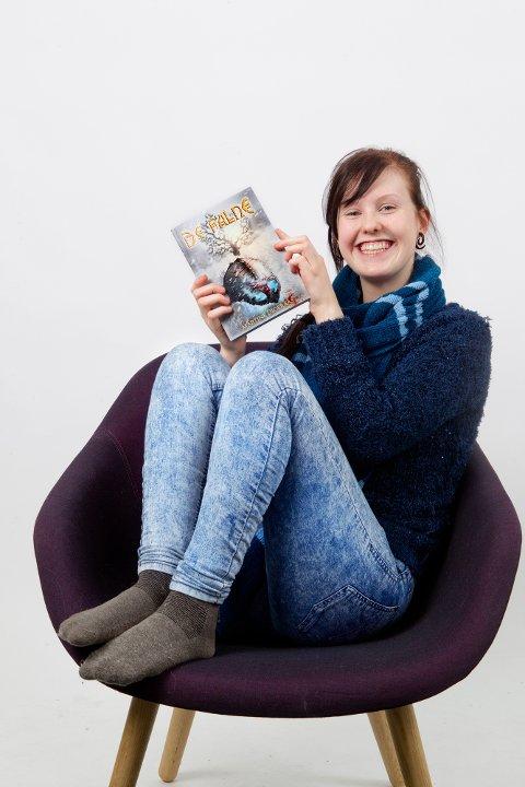 Martine Digeraas (18 år) ønsker å bli forfatter og har allerde gitt ut ei bok på eget forlag.