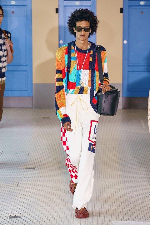 Paris: Samir Ali (20) er tiårets nykommer i modellbransen ifølge Vogue. Her går han i Paris fashion week for Lanvin.