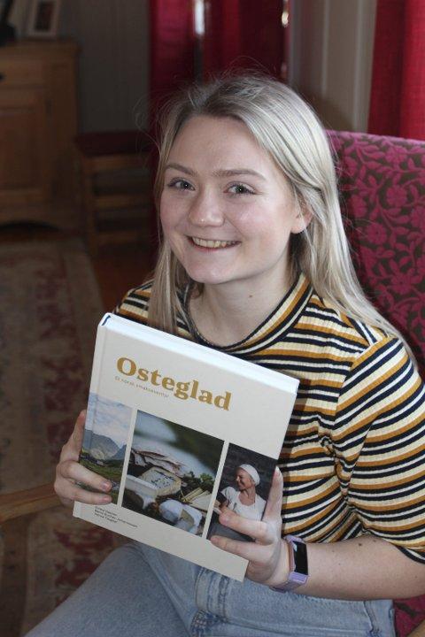 ENDELIG: Hanna Taugbøl er fornøyd med sin første bokutgivelse.bilder: Hans Dyblie
