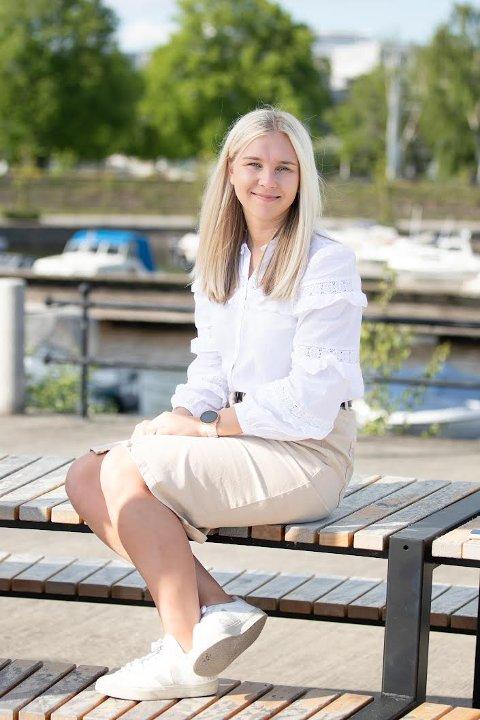 ALVORLIG: Gjertrud Nordal (Høyre) ser på rustestingen ved Sentrum videregående som både alvorlig og overraskende. Nå lurer hun på hvordan praksisen er ved fylkets skoler, og stiller to spørsmål til fylkesordføreren.
