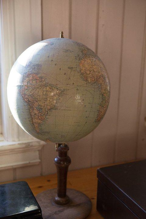 Man kan finne mange godbiter og kuriosa på bruktsalg og auksjon på skolene Skarpsno og Kilde i Ringsaker i helga. *** Local Caption *** -