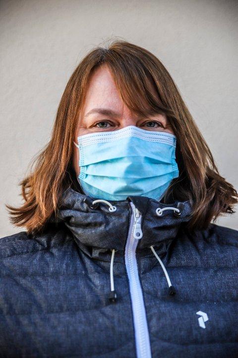 OPTIMIST: Kommuneoverlege Kjersti Gjøsund kan ikke love snarlig lemping på de strenge reglene om bruk av munnbind. Det er barn og unge som først vil kunne gå tilbake til en mer normal hverdag.