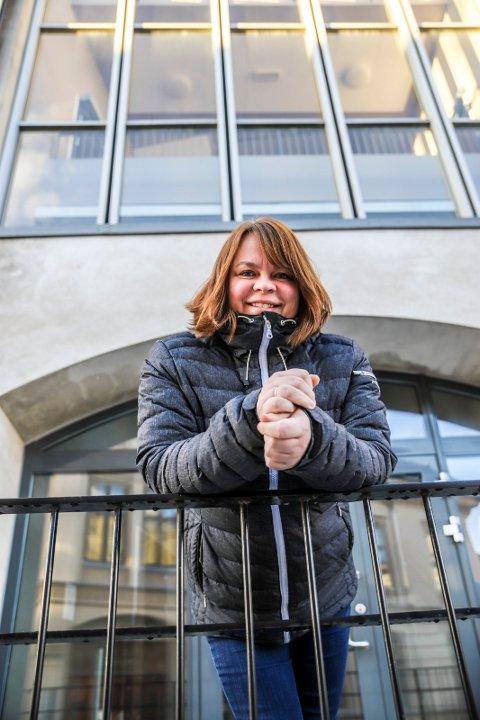 FÅ NÆRKONTAKTER: Kommuneoverlege Kjersti Gjøsund ber haldenserne om å være bevisste på hvor mange nærkontakter de har nå som det åpnes litt opp for at man kan ha små private sammenkomster - aller helst utendørs.