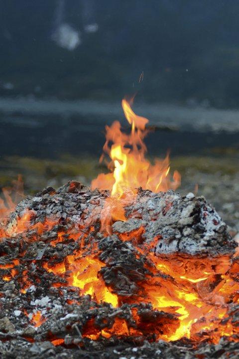 Hugs Bålforbodet: Det er ikkje lov å gjera opp eld i skog og utmark frå 15. april til 15. september. Arkivfoto: Eli Lund