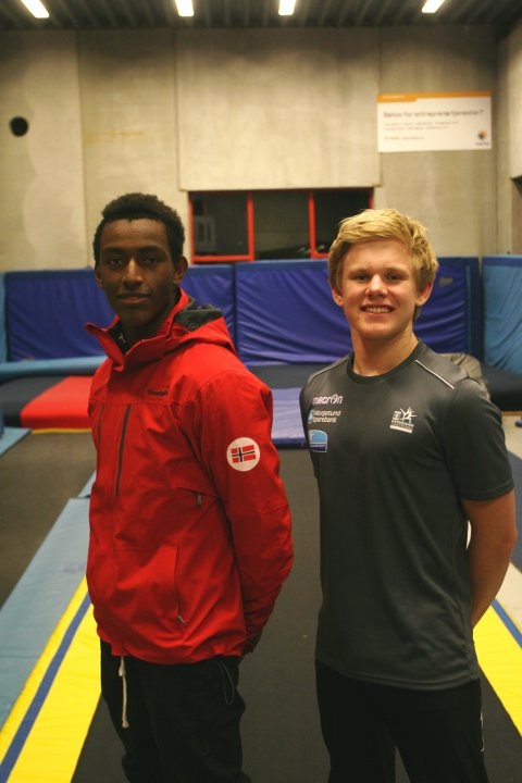 Tilbake i Haugesund: Haugesund Turnforenings Jo Baitewar Frøyland Skagseth (t.v.) og Skage Lysgaard er tilbake i Haugesund etter å ha representert Norge i EM i teamgym. FOTO: J. ELLINGSEN