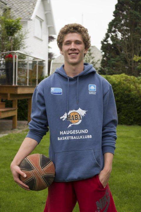 Satser alt: Mikal Gjerde flytter til Kongsberg for å satse alt på basketballdrømmen. Foto: Gunhild Kjeilen Kallevig