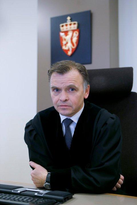 DØMTE: Tingrettsdommer Leif Egil Holstad administrerte straffesaken mot den tiltalte, med Kine Holden Meling og Nils Hlge Tveisme som meddommere.