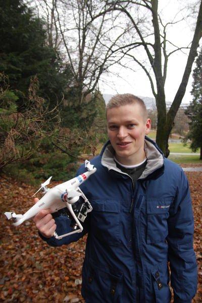 Kristoffer Hillesland tror droner kan bli et viktig verktøy for arkeologer.