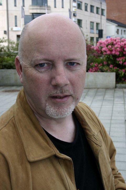 GALLERI GIGA: Fotograf Øyvind Hjelmen stiller ut fotografi  og er snart klar med fotobok.