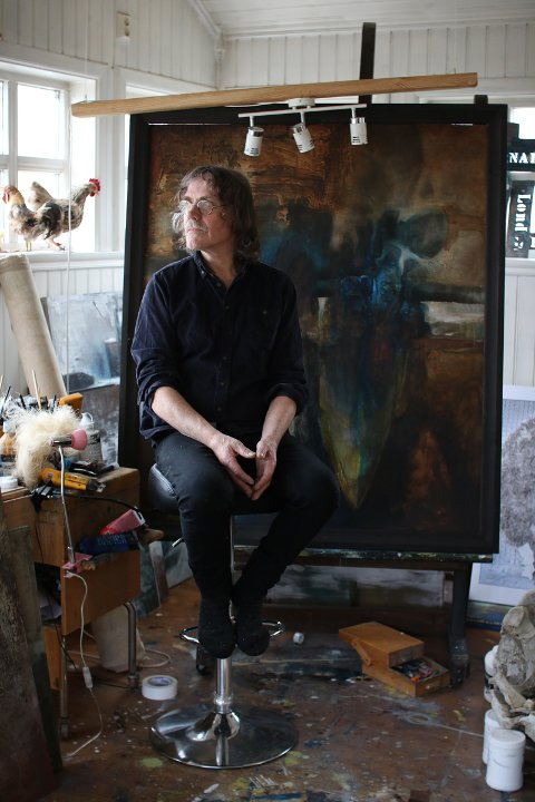 Hugo Aasjord i sitt atelier.