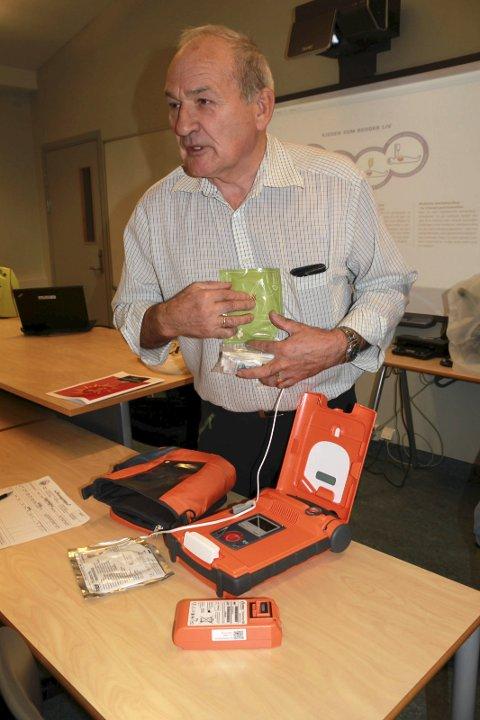 Førstehjelp: Ståle Elstad er instruktør i livreddende førstehjelp med bruk av hjertestarter.